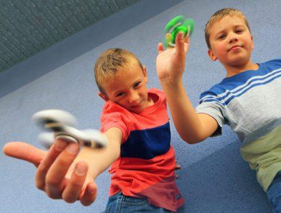 Justin et Timothé maîtrisent le Hand spinner